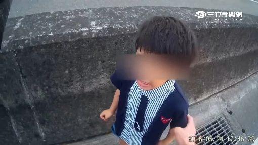 """5歲童扔快車道 男童崩潰哭""""我要回家"""""""