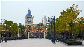 EM 上海迪士尼樂園5/7試營運首日 上海迪士尼樂園7日開始試營運,只向員工和受邀者開 放,園區仍顯空蕩。 中央社記者張淑伶上海攝 105年5月7日