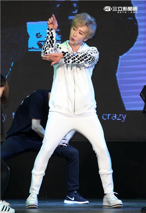 韓星RK金承熙旋風席捲全台,全新個人專輯「Bikini」正式發行,挑戰最新HOT嘻哈舞曲。(記者邱榮吉/攝影)