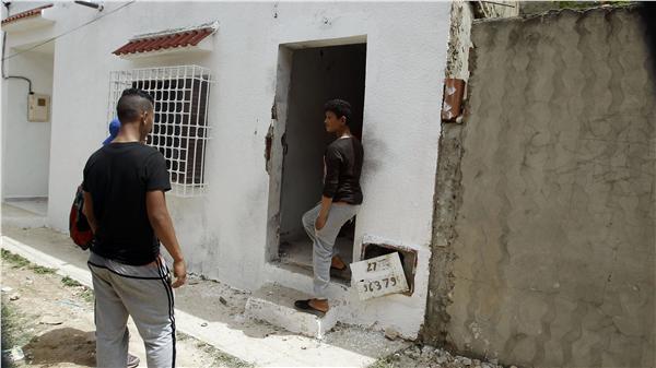 突尼西亞首都突尼斯反恐行動 4警察、3恐怖份子喪生(圖/美聯社/達志影像)