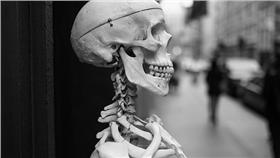 ▲腐屍伴睡20天。(示意圖,非當事人/攝影者Nick Harris, Flickr CC License) https://www.flickr.com/photos/nickharris1/15289384313/