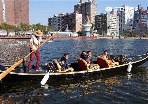 高屏澎好玩卡,新增「訪河遊港」與「輕軌輕旅行」新行程。(圖/高雄市觀光局提供)