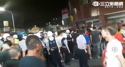 新莊西盛街深夜陣頭街頭大亂鬥(翻攝畫面)