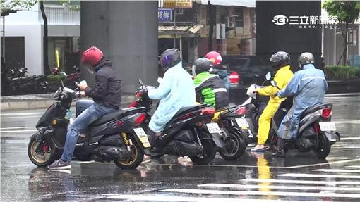 -雨天-下雨-氣象-天氣-鋒面-騎士-blue-
