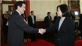 馬英九、蔡英文、總統、握手(圖/總統府提供)