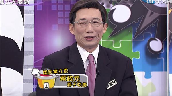 郭子乾在大悶鍋飾演政治人物(圖/翻攝自YouTube)