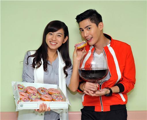 王凱、米可白甜點配紅酒慶功/台視提供