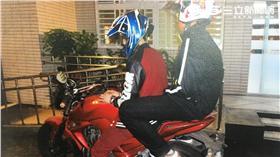 兩名友人上演假搶劫戲碼恐涉重罪(翻攝畫面)