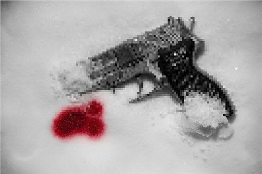 槍,血,雪(圖/攝影者Dennis Skley, Flickr CC License)https://www.flickr.com/photos/dskley/6503683287/in/photolist-aUH5st-bEFTAB-9LijSB-aCTHH3-bxKWH-9KUHzV-4M7mpw-64St9u-5oiYHH-axHsv3-5SnAuf-68uvVD-5UU8UL-jb5Ui-5WoVQy-pJHGr5-65KrJd-68uPJ2-9moxrU-9Lm6rU-7xrK4e-aC8M5h-L62zm-5HyTCN-8k2xQh-9eufbM-boN3eq-agNuMy-eVf3Un-9Lm5Ej-5Y2AkG-pripqq-7JMg3q-mwDspo-gwmFi5-qbj3Ar-gwm16W-brBQLd-brBY9U-3Szag-5SihnX-brBLiA-8hMz4-cBx37u-dQxXT2-dQxZkz-4WWUPG-z6NLi-rscRD-qQFPGc