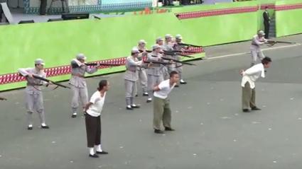 「台灣之光」表演228槍斃人民(圖翻攝自YouTube)