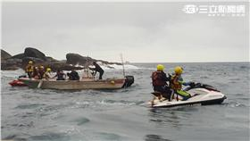 野柳外海有漁船沉沒,4名漁工待援(翻攝畫面)