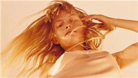 卡卡洛普/Calvin Klein《露底褲廣告被罵慘》網友們也覺得這樣很媚惑嗎?