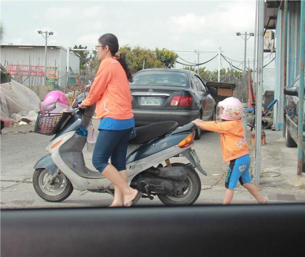 推車,小孩,拋錨 圖/翻攝自二林人的大小事社團