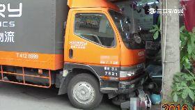貨車撞通訊1200