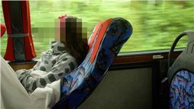 土耳其噁男在巴士上打手槍「顏射」女乘客(圖/翻攝自Twitter)