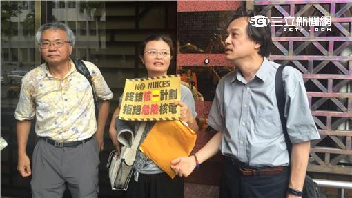 綠色消費者基金會董事長方儉告經濟部長李世光。(圖/記者潘千詩攝影)