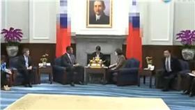 圖/翻攝自騰訊視頻網站影片 陸媒罕見出現蔡總統畫面  國旗被馬賽克
