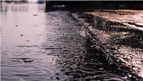 下雨,雨天,積水 ▲圖/攝影者chia ying Yang, flickr CC License (https://www.flickr.com/photos/enixii/3886955448/)