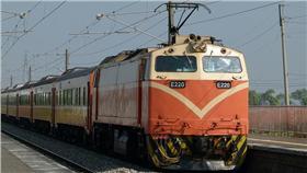 台鐵,莒光號(圖/攝影者Cheng-en Cheng, Flickr CC License) https://www.flickr.com/photos/rail02000/5425300567/in/photolist-9gq5QX-9dmp25-3KUCaS-2QfSFX-2Qkdzq-87jccp-bvrHzr-dxSWpk-o47x2o-cvFAy7-87noSj-pobE5F-qeEDrW-ds8efB-pRETjt-954P8J-qn3wjv-cF2u91-pMYsxf-BuT7a-bq1ZiF-9dMnCD-rzh1Ey-qubEGU-9KPtbj-bePmXZ-ifxqvs-pPjs4d-nmYQ3N-pNE8p5-pAHpDU-noH3Yr-87noky-9gn1rn-pABWbB-pwbAXS-rk1fQ7-okpHa3-pNm8XK-m6vyj6-oR6KtB-oVMZen-m6vxYB-nRBpRa-4Z5Wp2-kzVDMm-kzTTCR-D7a7q-oizGC5-m6w7jr
