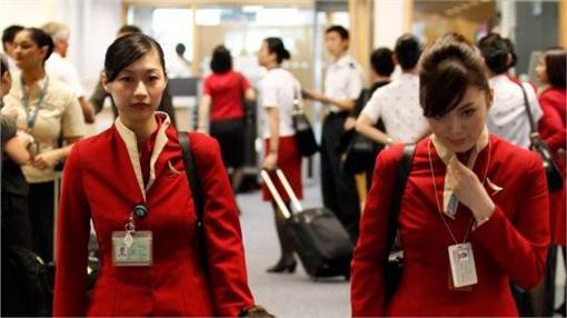 飛機,空姐,國泰航空,服務圖/翻攝自Cathay Pacific Airways臉書