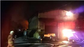 火災,鐵皮工廠,濃煙,消防,救援 圖/翻攝畫面