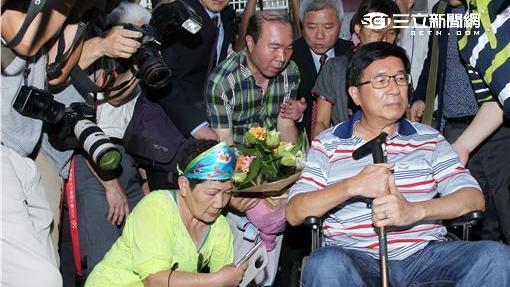 前總統陳水扁回台北出席募款餐會,搭高鐵至台北先回民生東路老家休息。(記者邱榮吉/攝影)