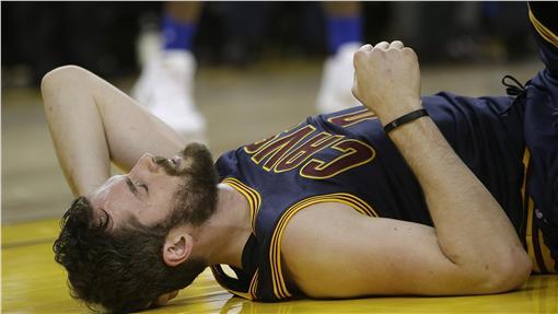 Kevin Love疑似腦震盪,NBA總冠軍賽(ap)
