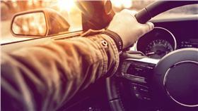 方向燈,駕駛,汽車,機車,安全 圖/shutterstock/達志影像
