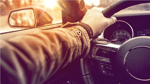 方向燈,駕駛,汽車,機車,安全圖/shutterstock/達志影像