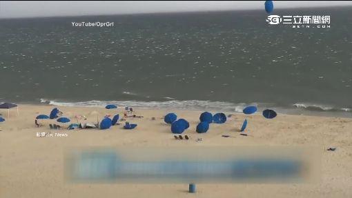 天外飛來「海灘陽傘」! 婦竟遭「插胸」慘死
