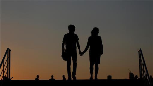 戀人、情侶、愛人、戀愛、情人、牽手(圖/路透社/達志影像)