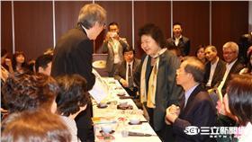 深入熊本震央探訪僑胞 陳菊帶平安糕為鄉親壓驚