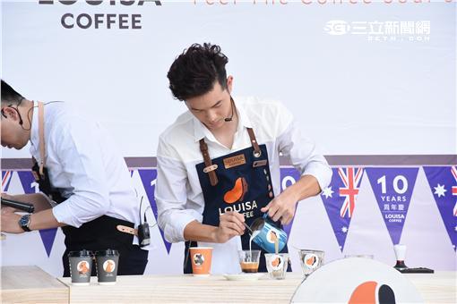 宥勝出席連鎖咖啡品牌新品發表會,化身一日店長親自手作澳式咖啡