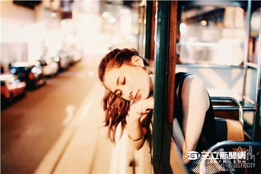 ▲台灣人超自戀?!調查:7成民眾愛自拍上傳求關注(圖/美圖)