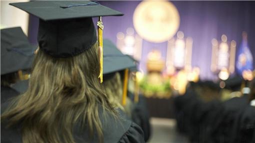畢業典禮,步道,畢業生,學校圖/shutterstock/達志影像