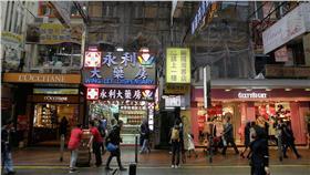 銅鑼灣書店-圖取自維基百科-https://zh.wikipedia.org/wiki/%E9%8A%85%E9%91%BC%E7%81%A3%E6%9B%B8%E5%BA%97#/media/File:Causeway_Bay_Bookstore_exterior.jpg