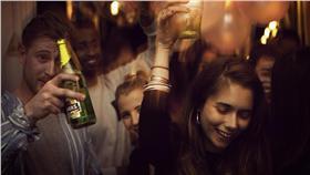 派對、Party、喝酒、狂歡、慶祝(Flickr/Gordon Anthony McGowan) https://goo.gl/RlZ2aJ