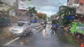 F雨天兩車撞1200