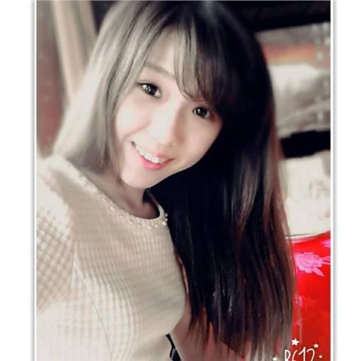 許維芳(臉書 https://www.facebook.com/profile.php?id=100009580957349&lst=100004162808590%3A100009580957349%3A1466245544&sk=photos)