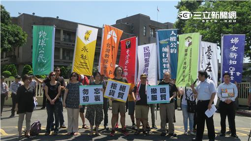 經濟民主連合陣線等團體到行政院陳情。(圖/記者盧素梅攝)