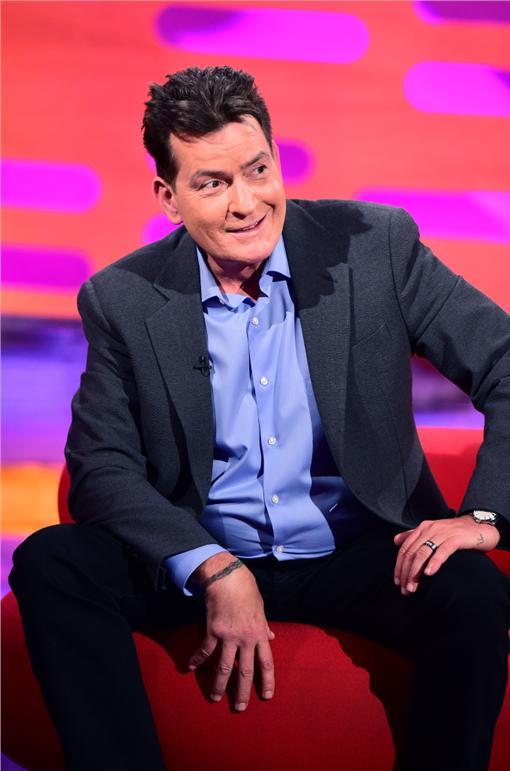 查理辛(Charlie Sheen)登上BBC脫口秀《葛漢諾頓秀》 (圖/達志影像)