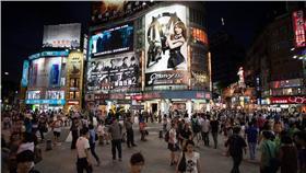 台北市、台灣、城市、人群、逛街(Flickr/Ray Terrill) https://goo.gl/tEOXLR