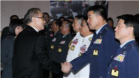 國防部長馮世寬主持105年下半年陸海空軍將官晉任布達暨授階典禮。(記者邱榮吉/攝影)