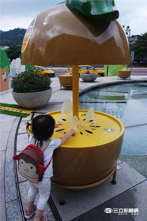 ▲全台首座水鞦韆空降美麗華 走進奇異果FUN肆一夏(圖/李鴻典攝)