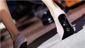 高跟鞋 https://www.flickr.com/photos/10154711@N07/1440586611/in/photolist-3ciodc-dpazwk-dpaxia-6Fb2K5-dpamZk-79W2MG-ovEK7m-dN66SD-ogcGgT-dUtxme-dNjtuz-hvLYJp-dW74Jc-h9Kax9-dWboS5-dRyQak-EYz2ZD-dEYsqP-dW5Nm2-dMvVoW-dxBWFn-dNbEfs-dMBdGC-dWbpEs-FTPHtK-dxH2Pb-dQGMrU-dtVS1M-dFp2dQ-dF4SX9-dxAQBz-dtHBW8-7M9YfZ-dxHnZC-7mhsjV-dEYuKp-oxG9AF-5emZUc-7wihJj-6a99Nh-dxHnFf-dV38YJ-dMr5CV-hxbL9S-dEYuz4-dMBd3Q-dRAtzK-ovEj71-8Bc2BP-ambTKH