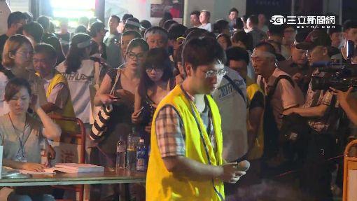 華航罷工展深夜展開 空服員爭權益