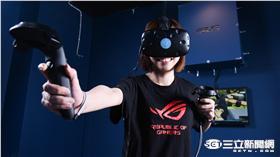 ▲全台首家VR主題娛樂館開張 美女實況主玩到不想回家(圖/華碩)