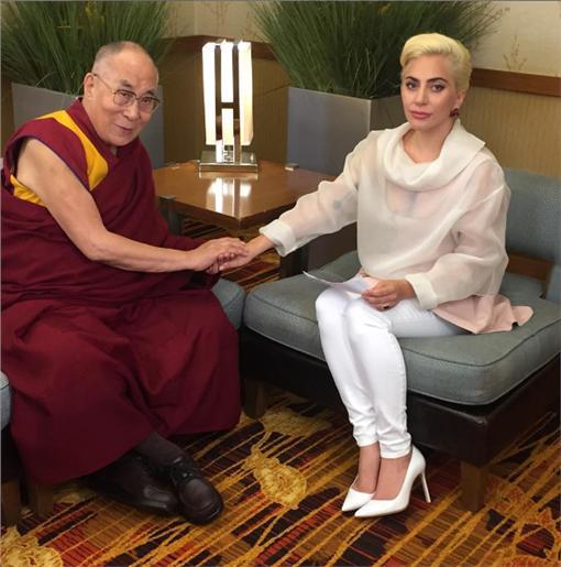 女神卡卡與達賴喇嘛/女神卡卡FB