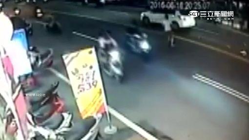 從容違規過馬路.. 女遭撞倒地又被輾過