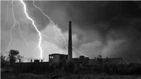 打雷閃電,雷擊,天打雷劈,雷公,陰森,荒涼(圖/shutterstock/達志影像)
